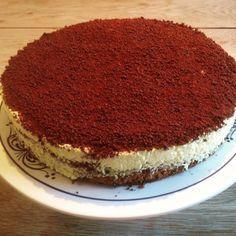 Denne kaken smaker fantastisk, det blir nesten som dronning Maud fromasj og kansekake i hver munnfull. Du får mye skryt og lovord når denne kaken kommer på bordet. Ikke er den særlig vanskelig å l…