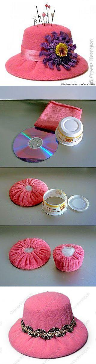 Alfiletero hecho con un CD y un envase de plástico. liveinternet.ru