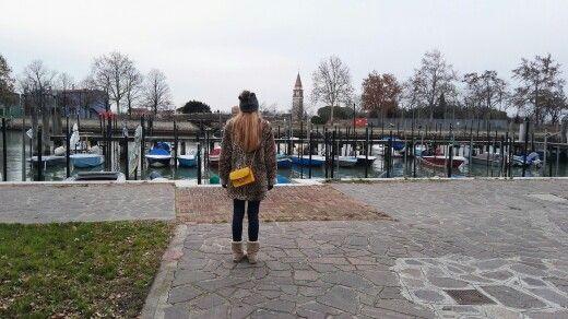 Yo en Burano. Sin duda uno de los pueblos que mas me ha impactado por su belleza y su paz #venecia #burano #venice