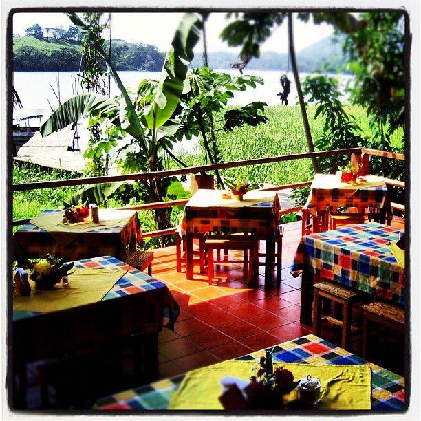 Buenos días a todos feliz jueves. Disfruta de un desayuno junto a la laguna de #Catemaco en #Nanciyaga http://www.veracruzviajes.com.mx/nanciyaga.htm #Veracruz   Photo by turismoenveracruz • Instagram