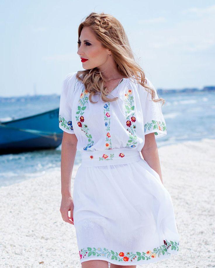ROCHIE TRADITIONALA BRODATA MANUAL - Motivul Flori Salbatice