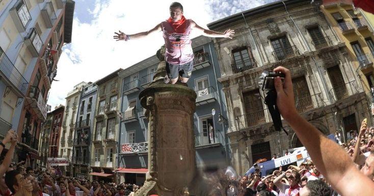 Quatro são hospitalizados no primeiro dia da corrida de touros de Pamplona - Reuters - UOL Notícias