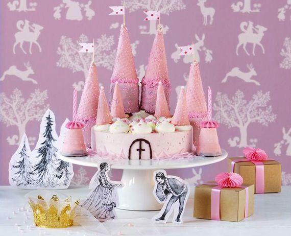 Eine Torte als Traumschloss für den Kindergeburtstag von Prinzessinnen