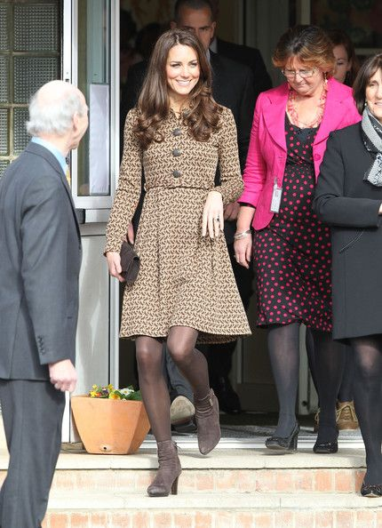 Kate Middleton Photos - Kate Middleton Visits Rose Hill School 3 - Zimbio