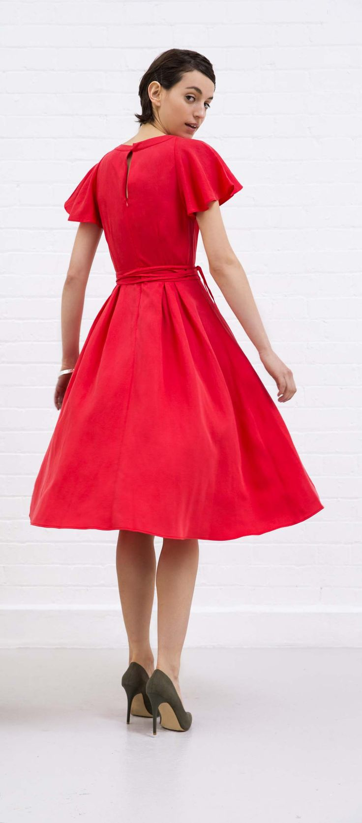 With sculptural sleeves and voluminous pleats at the waist, this fit & flare dress defines feminine elegance.