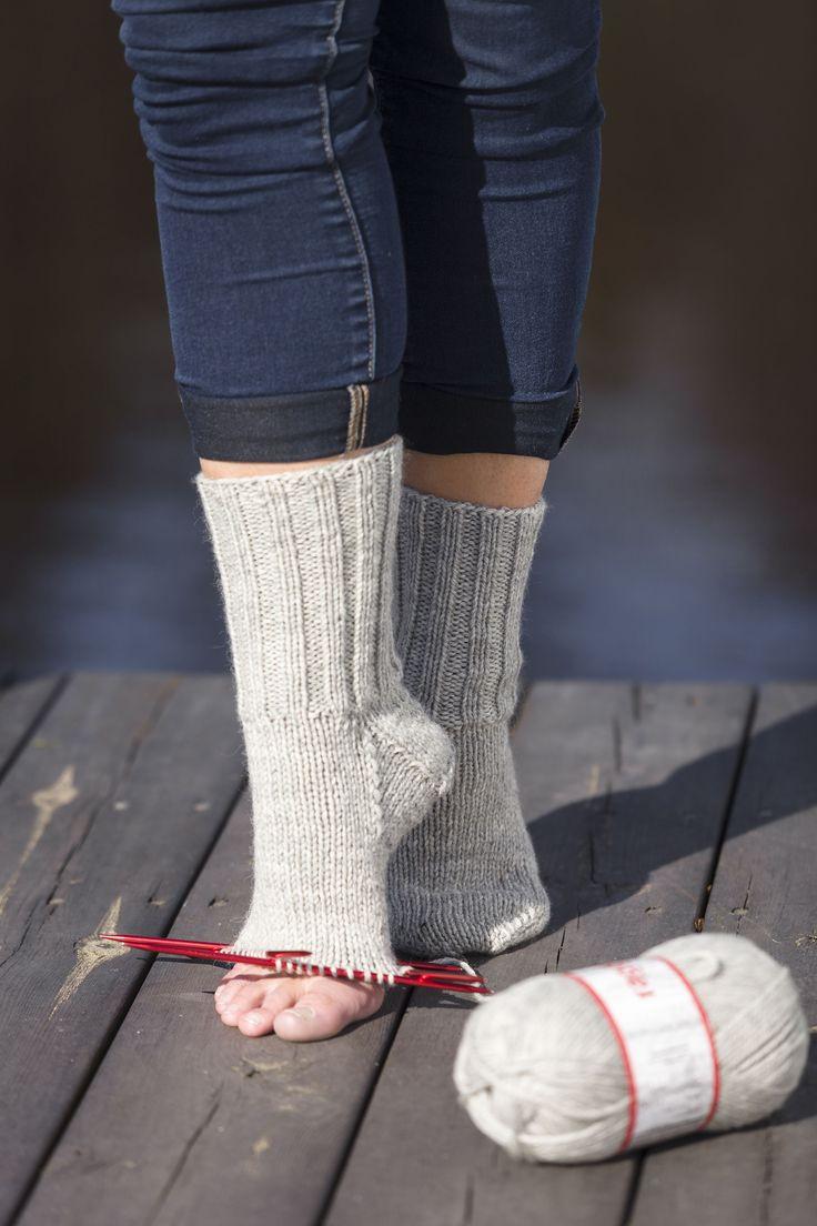 Visst är det underbart med varma gosiga raggsockor på fötterna, särskilt under dessa kalla vintermånader? Har du alltid velat lära dig att sticka sockor själv, men kanske tyckt det varit …
