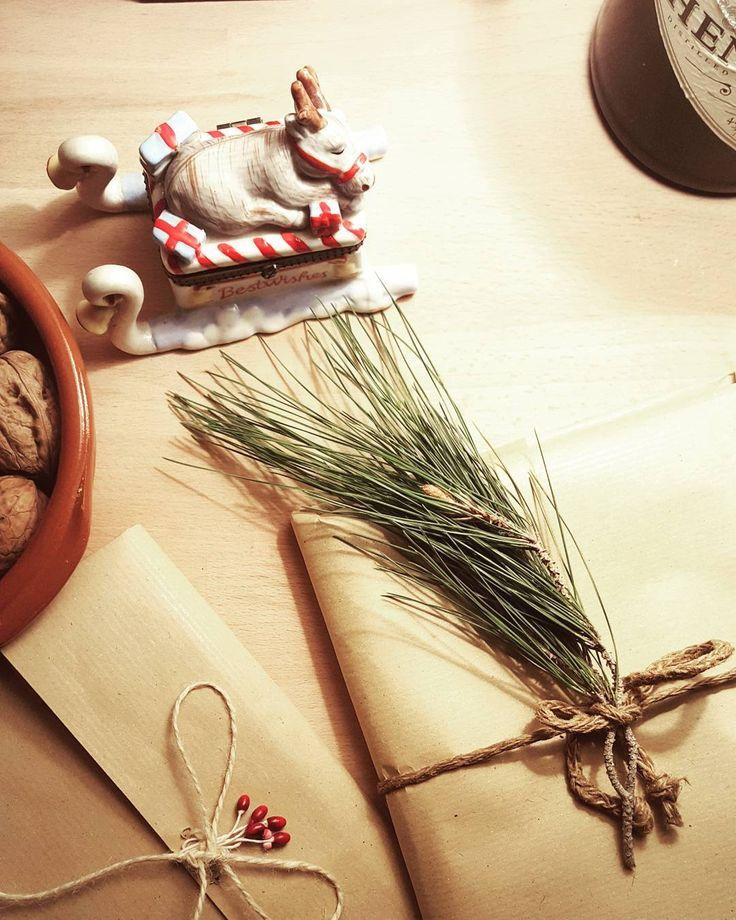 """Piccoli pacchetti... Piccoli pensieri per natale.. #christmastime #merrychristmas #littlepresent…"""
