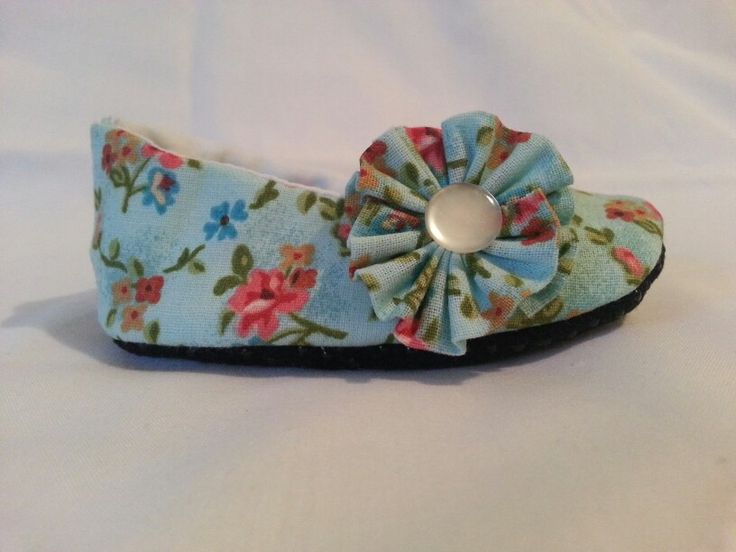 Baby girl shoes. Head on over to Little Jade Little Paige. ♥♥