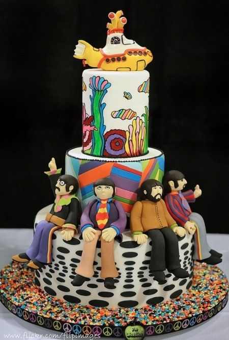 Beatles' Yellow Submarine Cake. Curated by Suburban Fandom, NYC Tri-State Fan Events: http://yonkersfun.com/category/fandom/