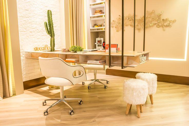 Office business - Casa Cor Espirito Santo by Daniella Simonassi. Cores leves e humanização de ambientes corporativos.leia mais