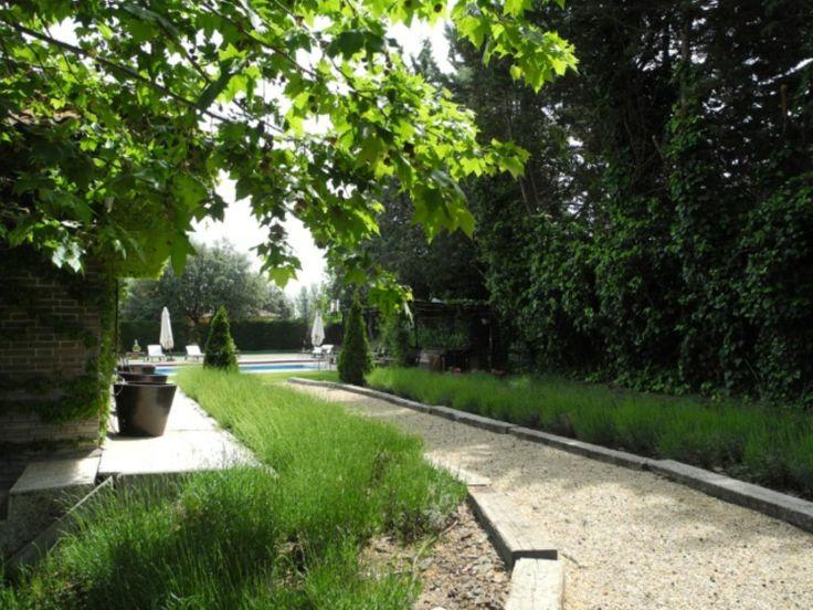 jardín con camino de grava #paisajismo #jardin