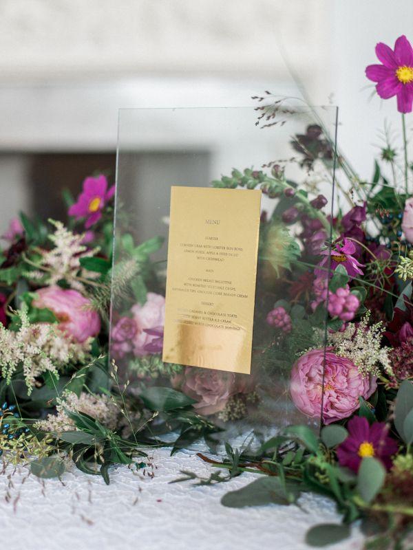 Elegant statement wedding menu design in gold displayed in the floral runner  #aislesociety #wedding #weddingideas