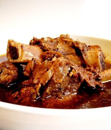 Sup Konro merupakan salah satu masakan asli Indonesia yang berasal dari tradisi Bugis dan Makassar.