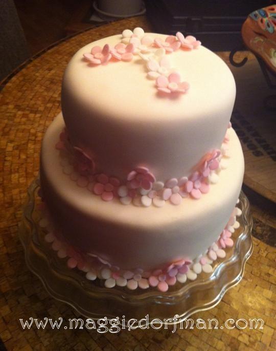 Resultados de la Búsqueda de imágenes de Google de http://maggiedorfman.com/wp-content/uploads/2012/04/First-Communion-Fondant-Cake-with-Pink-flowers.jpg