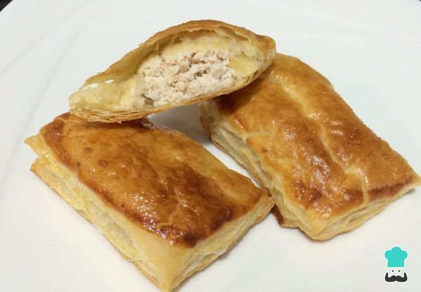 Puff Pastry Chicken and Mushroom Slice Greggs Style Recipe #empanada #chicken #mushroom #slice #easy #puff #filling #Britishfood #Greggs #baked #delicious #pastry
