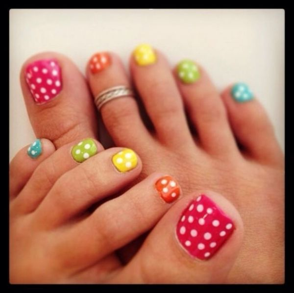 Polka dot toe nails by sharene
