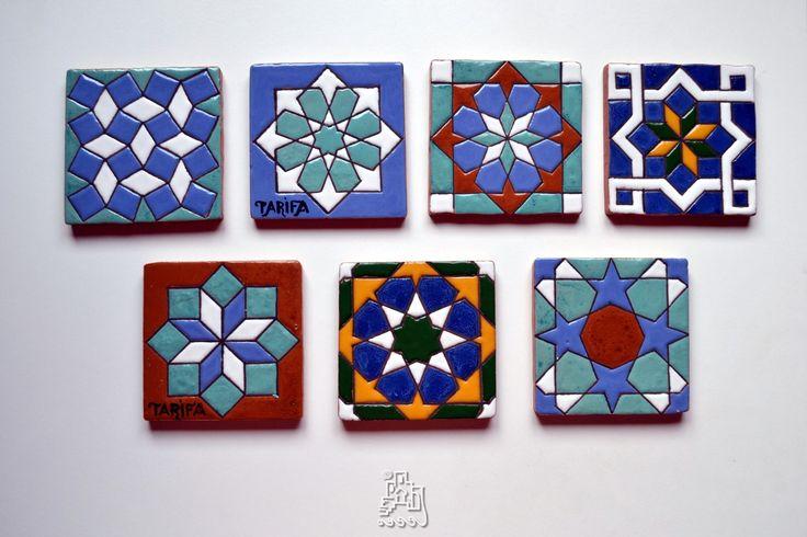 Azulejos de 10x10cm pintados en cuerda seca.
