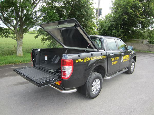 This Aluminium Tonneau Cover is fabricated from 3mm Aluminium 5 bar tread plate. The tonneau cover locks into your pickup bed using a recessed T handle and rod lock system, which makes it very secure when in the locked down position. The Top is assisted with twin gas rams, making the top lift up effortlessly and pushes down onto your pickup with ease.