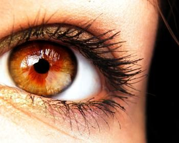 Romantistech, un lado romántico en el frío virtual: Ojos color de miel