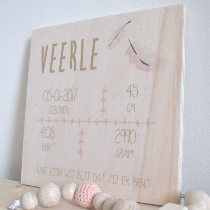 Persoonlijke kraamcadeautjes zijn de leukste cadeaus♡ Stuur ons per mail een voorbeeld van het geboortekaartje en wij maken een uniek en handmade geboortekaartje boord voor jou.   Materiaal: Hout  Label: The little market