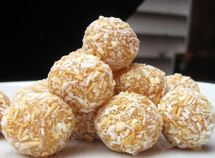 Brigadeiros de coconut | My Foood | Pinterest