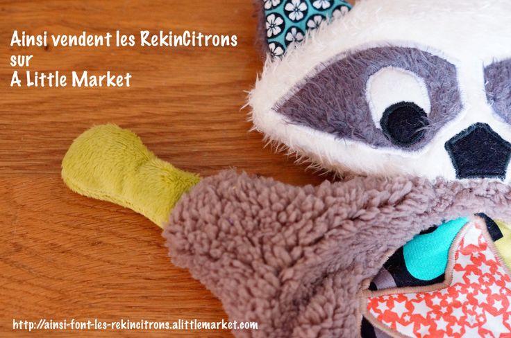 Flying Raccoon, une création originale Ainsi font les RekinCitrons. Peluche Doudou Plat pour enfant à l'effigie d'un petit raton laveur.