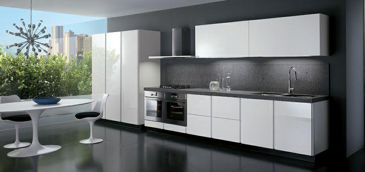 Czysta biel?   Prosta zabudowa udowadnia, że minimalistyczna forma nie musi być nudna.  www.ebano.pl #nowoczesnakuchnia #ebano #kuchnia #meblekuchenna
