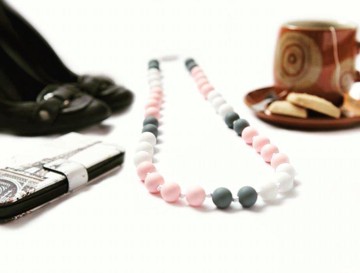 Georgeous new mama teething necklace. New moms CAN still wear jewelry, it's called chewelry! #flatlay #newmomfashion #fashion #newmom