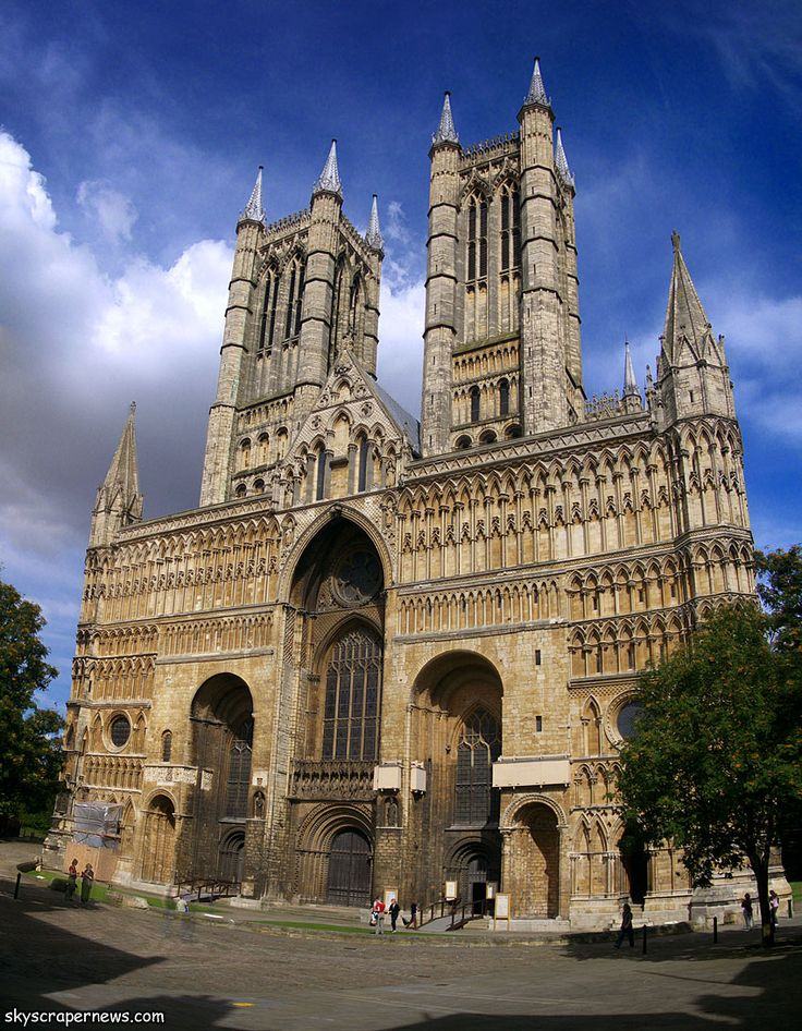 Cathedral, Lincoln (1072-92) - facciata (originaria normanna, inglobata nella struttura gotica inglese)