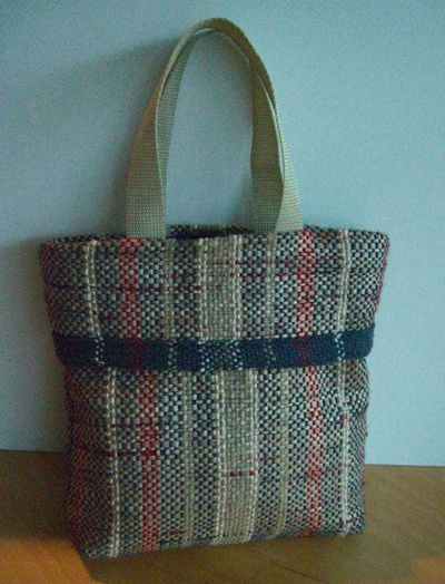 Weave this tote from plastic grocery bags! This free eBook shows you how to make your very own (plus two other projects!)