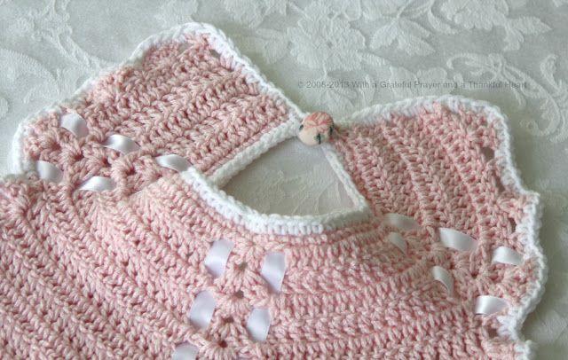 Con una preghiera riconoscente e un cuore grato: Crochet Bavaglino dal modello vintage