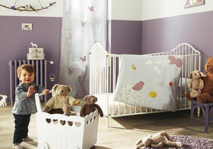 chambre bébé mixte, chambre bebe pas cher, mur blanc violet
