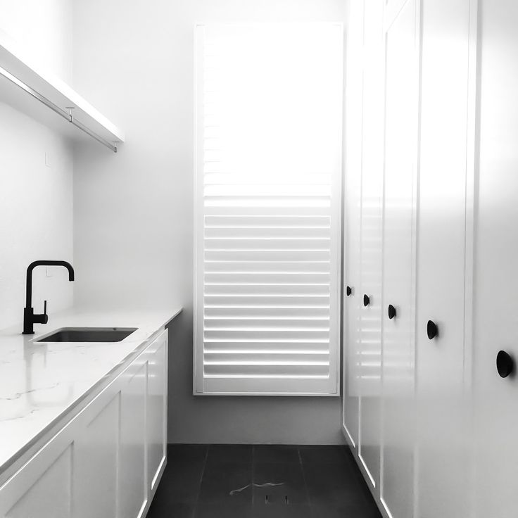 A simple & light filled laundry by @studioombre_interiordesign with #MeirBlack. We'd happily spend a day washing & folding in this space! . #meir #meiraustralia