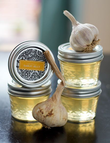 How To Make Roasted Garlic Jelly - http://www.ecosnippets.com/food-drink/how-to-make-roasted-garlic-jelly/