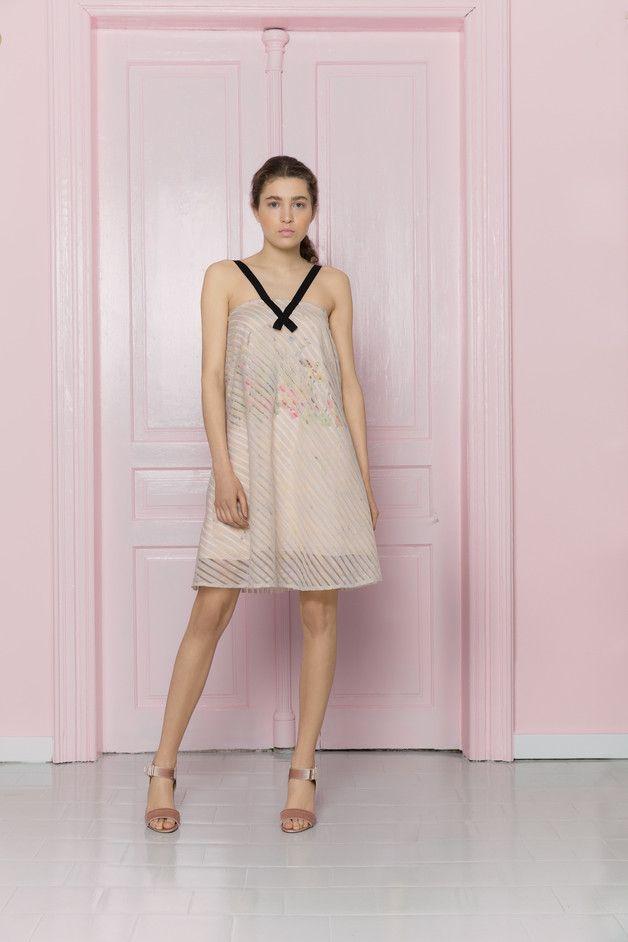Tęczowa sukienka w transparentne paski - MROVCA - Sukienki koktajlowe