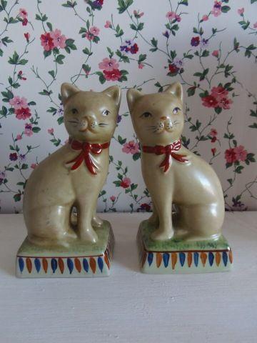 Twee Engelse katjes. www.brocantespulletjes.nl