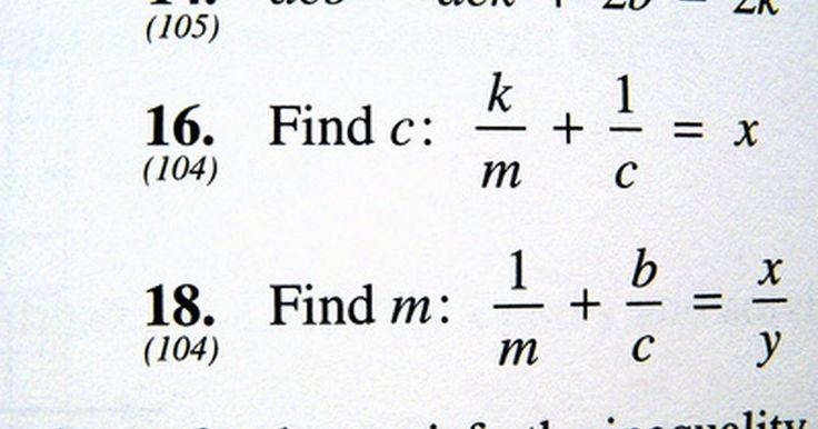 Cómo simplificar polinomios. Álgebra gira alrededor de los polinomios, especialmente la ecuación cuadrática. Para ser un polinomio, cada término debe tener sólo exponentes de números enteros en su variable, aunque podría tener variables diferentes. En la aplicación práctica, como ingeniería y biología, los polinomios pueden ser largos y difíciles de manejar a menos que sepas ...