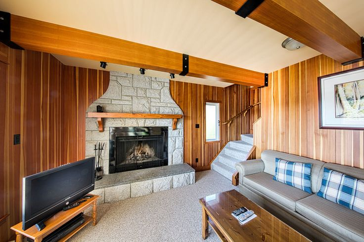 Arbutus House   (4-bedroom, 4-bathroom house, max. 8 guests)