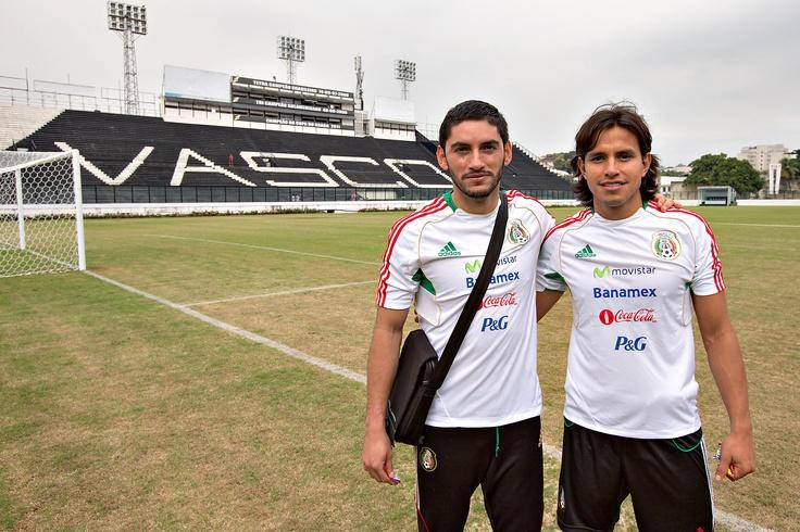 Jesús Corona y Gerardo Flores durante el entrenamiento en Sao Januario de Vasco da Gamma