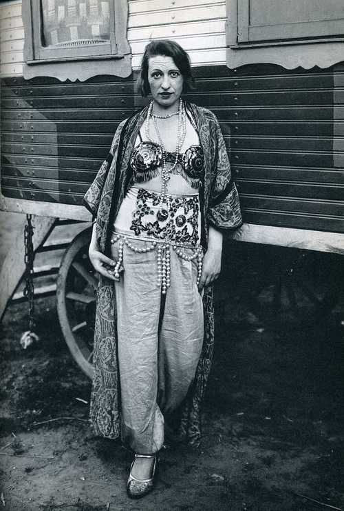 august sander photo of a circus performer.