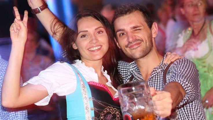 #Macht Bier glücklich? - SWR Aktuell: SWR Aktuell Macht Bier glücklich? SWR Aktuell Zum Beginn von Oktoberfest und Cannstatter Wasen…