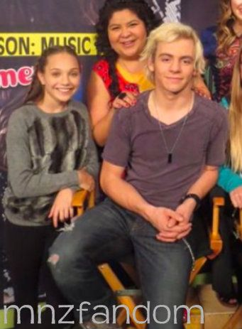 Maddie Ziegler with Ross Lynch and Randi Rodriquez [2014]