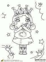 Petite fille qui mange une galette des Rois