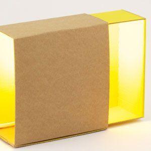 Lampara de cartón reciclado amarilla.¿adónde? en @2150idees