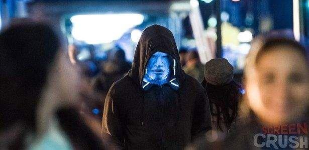 Assista ao vídeo da estrela de Django Livre, Jamie Foxx, nas ruas da Time Square gravando como o vilão Electro para a super produção de Marc Webb, O Espetacular Homem-Aranha 2.