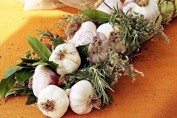 Beautiful garlic braid from Sunraysia Farmer's Market held at Ornamental Lakes