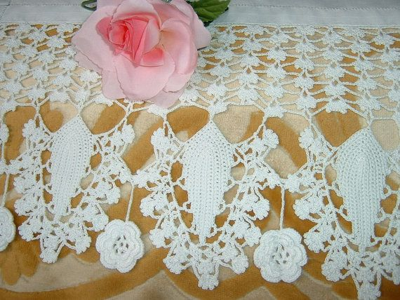 Crochet lace for trim with stylized leaves and by ipizzidianto