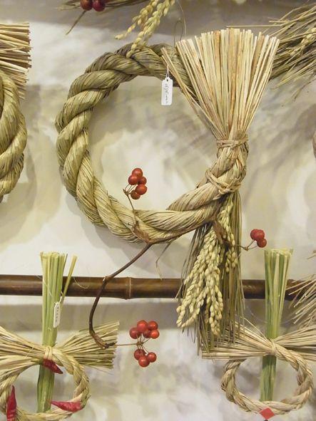 吉本博美お正月飾り しめ縄とサンキライのバランスが絶妙です。