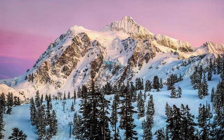США, штат Вашингтон, Гора Шуксан, закат, горнолыжный курорт, лес, снег