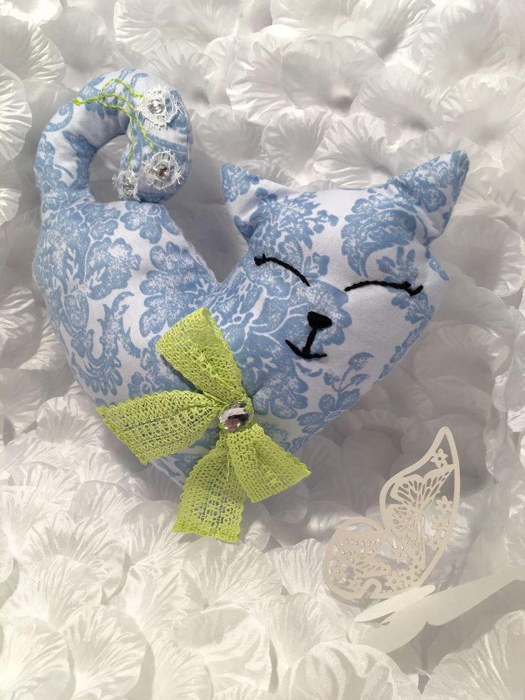 Heart shape cotton Cat Toy stuffed with polyfoam balls
